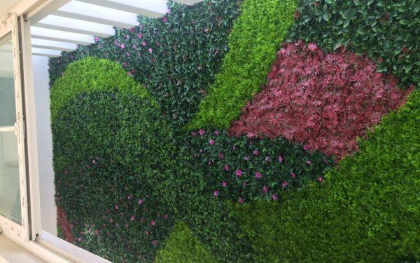 Piensa en un muro verde para decorar tu hogar
